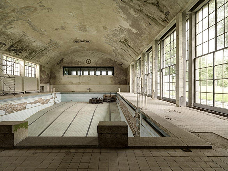 05_ BERLIN Schwimmhalle im Olympischen Dorf / BERLIN training swimming pool at Olympic Village