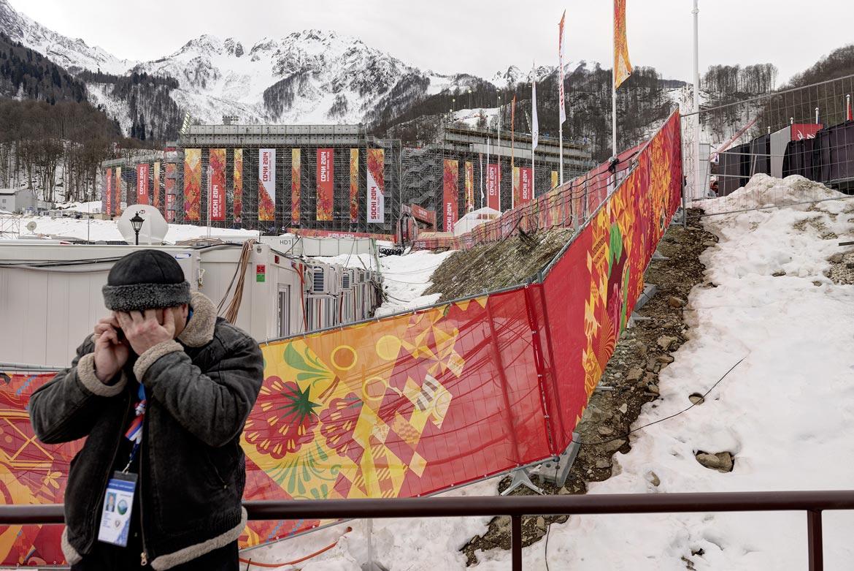 10_ SOTSCHI Tribüne der Ski – Rennstrecken / SOCHI grandstand for the skiing competitions